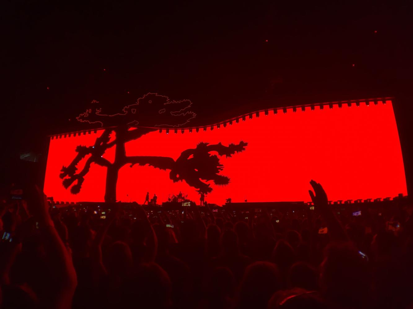 U2 appeared in front of a 200 foot high high resolution screen for the whole show at the Rose Bowl in Pasadena.