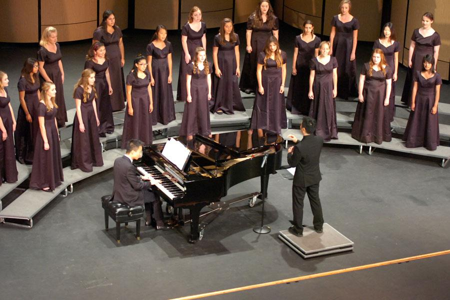The introduction of the concert began with the choir girls singing a beautiful melody to engage the audience.