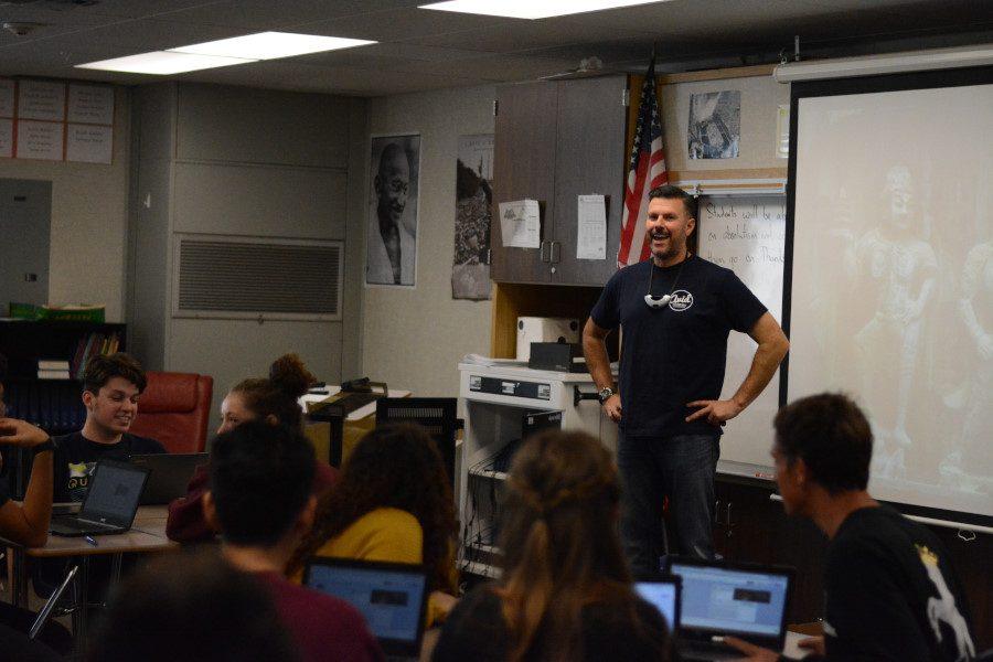 Mr.+Lynde+teaches+his+juniors%2Fseniors+in+AP+Art+History+class.