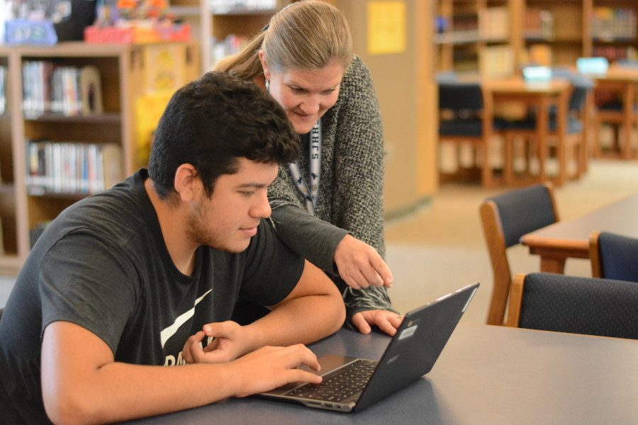 Gabrielle+Martinez+studies+in+the+quiet+library.+Tutorial+classrooms+can+be+louder%2C+especially+during+student+choice.