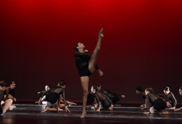Freshman+Hanna+Talieh+shows+off+her+front+extension+in+an+intense+jazz+performance+by+the+Lower-classmen.+