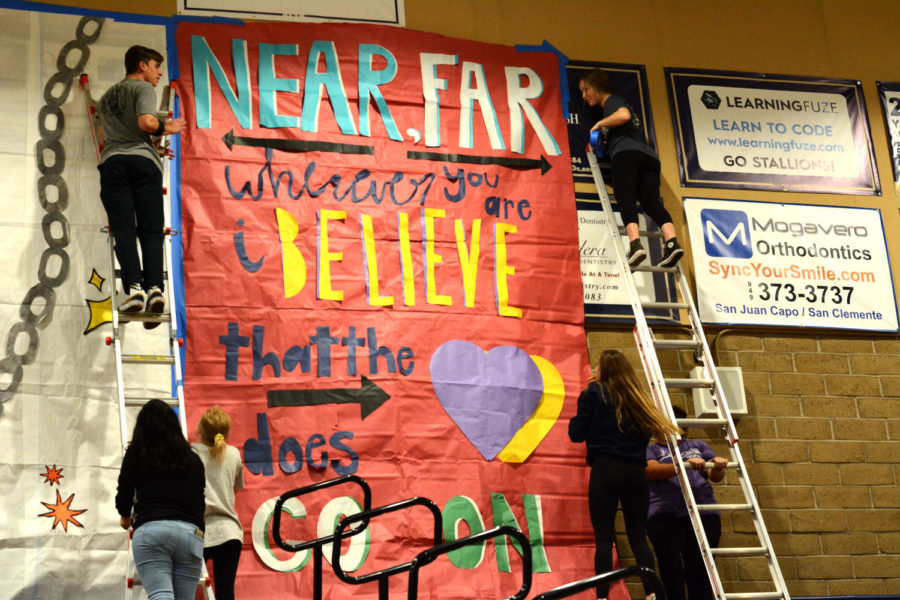 ASB+members+set+up+posters+for+the+winter+pep+rally.