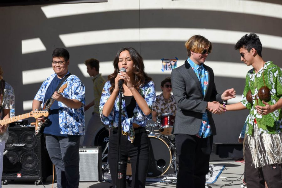 The+Hawaiian+Band+shows+their+dynamic+lineup+during+the+song+%E2%80%9CLeave+It+All+To+Me%E2%80%9D+from+iCarly.+Vivian+Landa+%2811%29+sings%2C+Jeremy+Yu+%2811%29+plays+his+guitar%2C+Ethan+Chambers+%2811%29+shakes+hands+with+security+guard+Sebastian+Miletich+as+the+band+nears+the+finale+of+their+performance.