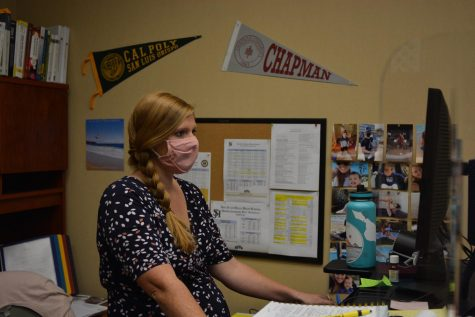 Counselors Use Online Counseling to Reach Students