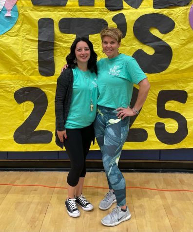 New Stallion Start-Up advisors, Lintz and Hansen, smile for a photo in front of a poster made by ASB, welcoming students to the freshman orientation.
